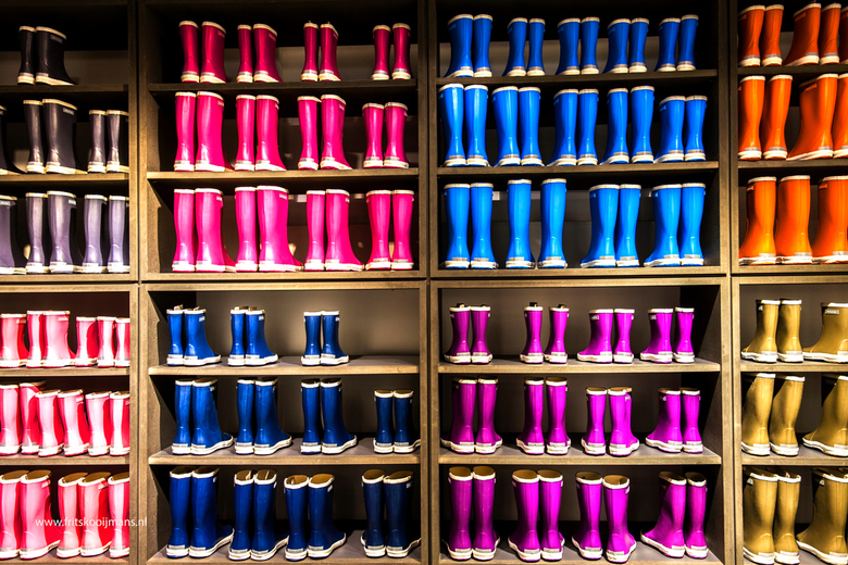 Laarzen in winkel op Vlieland - 201511280800 Laarzen in winkel op Vlieland