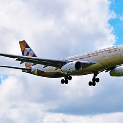 Etihad Airways op short final