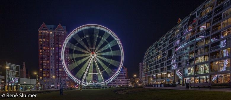 The view - Gisteravond een klein rondje Rotterdam gedaan en dan mag het reuzenrad naast de markthal  niet ontbreken.
