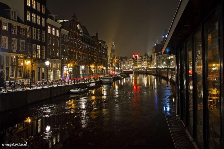 Amsterdam Singel en bloemenmarkt - Bedankt voor de reacties op mijn vorige serie. Nu een serie van Amsterdam en een deel van de lightshow. De hele ser