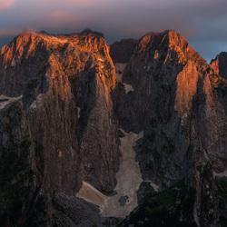 Een prachtige zonsondergang in de Balkan
