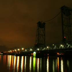 botlek brug bij nacht