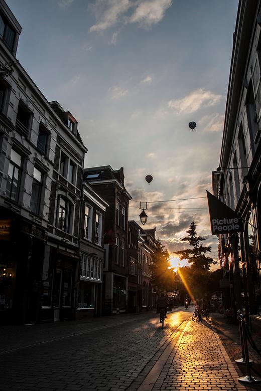 hezelstraat Nijmegen - mooiste straat van Nijmegen, toetje waren de luchtballonnen en de gouden gloed van de ondergaande zon