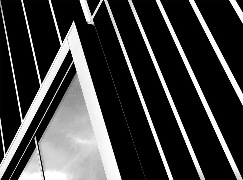 Ljouwert: 'Lientsjes' - Abstracte uitsnede van een nieuwe gevel (Blokhuispoort)<br /> Denk dat jullie wel vermoeden wat ik met &#039;lientsjes&#039;