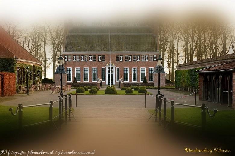 Menckemaborg Uithuizen - De Menkemaborg te Uithuizen is in oorsprong een uit de 14de eeuw daterend huis en is sinds de ingrijpende verbouwing van omst