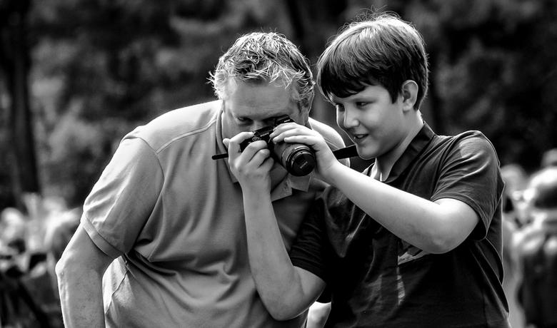 Kijk pa - Vader en zoon op de fotofair