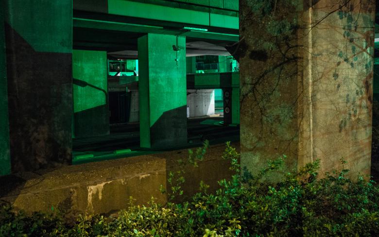 Arnhem - Groenlicht - Foto van en groot verlaten kantoren complex in Arnhem. Groen licht is afkomstig van beveiligings camera&#039;s.<br /> <br />