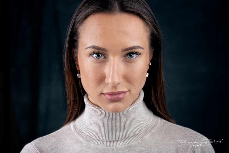 Model: Polina Velikodna - Model: Polina Velikodna<br /> Photographer: Bram van Dal<br /> <br /> 1/160 F/6.3 200 Canon 5DmkIII 85mm<br /> <br /> V