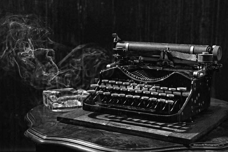 Writers block - Oude Erica typemachine uit 1905
