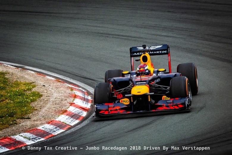 Max Verstappen Tarzanbocht - Max Verstappen in de Tarzan Bocht tijdens de Jumbo Race dagen 2018 Op Circuit Zandvoort. Red Bull Racing was aanwezig met