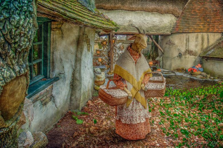 Moeder Geit - Dit is een compositie van 3 verschillende foto's die ik gemaakt heb in de Efteling een week geleden. Het was toen -12 graden celsiu