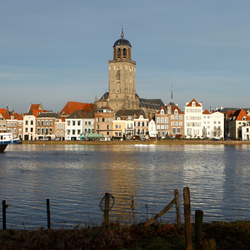 Panorama Deventer met hoog water in de IJssel