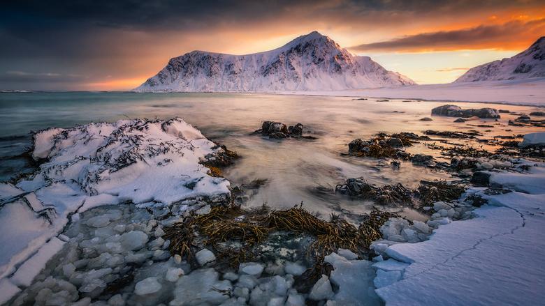 Het IJsstrand - Een prachtige zonsopkomst tijdens onze Lofotenreis met www.northscapes.eu <br /> Ben bijzonder blij met deze foto !<br />