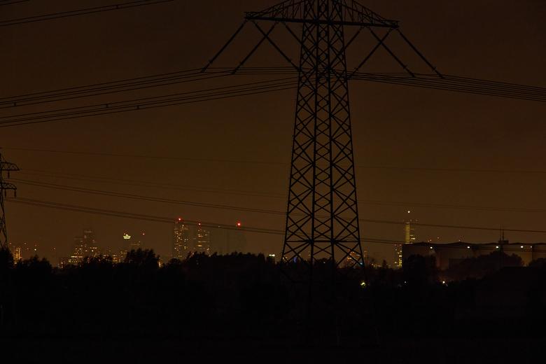 De Stad - Rotterdam vanaf 20 kilometer afstand.<br /> Lens Canon EF 400mm f5.6 plus teleconverter 1,4x. <br /> Scherpstellen is hier de grootste uit