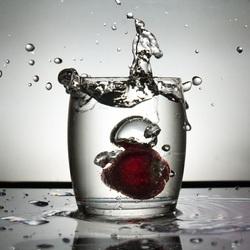 Splash met een aardbei