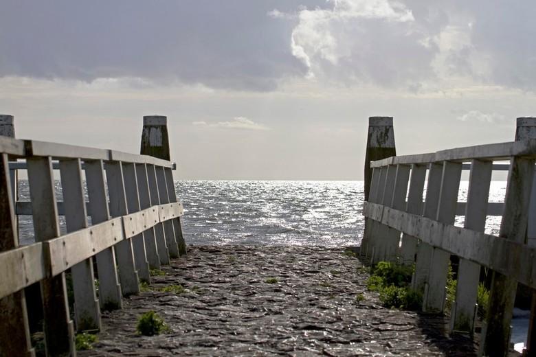 Rust moment - Even een rust momentje pakken. Bij het monument op de afsluitdijk.