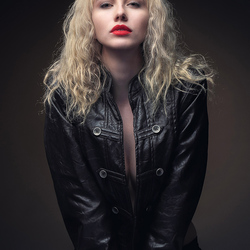 blondie in leather jacket