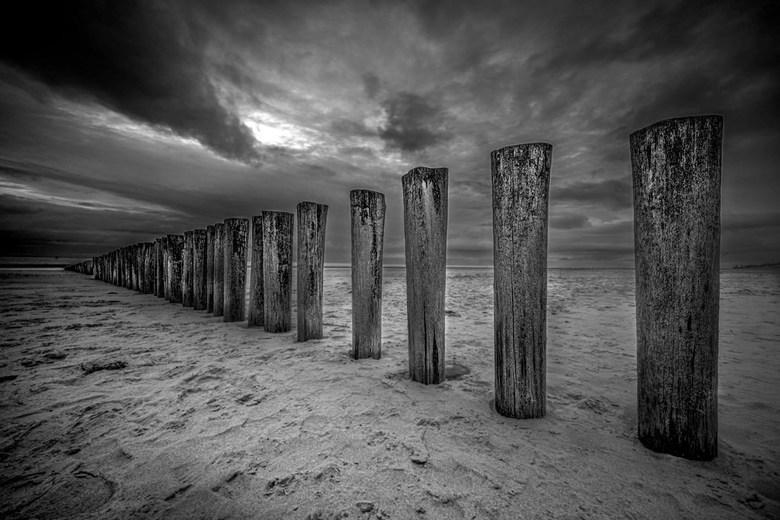 Ameland Hollum zonsondergang en wolken - Om het kwetsbare land te beschermen tegen de sterke stroming tussen de beide eilanden (Terschelling en Amelan