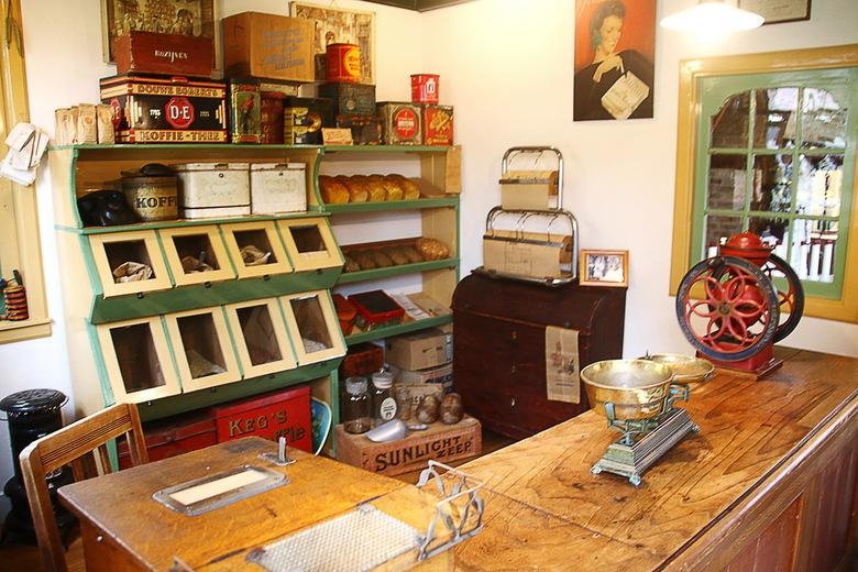 Winkeltje - Bij museum Kaap Skil in Oudeschild op Texel horen ook een winkeltje en oude zeemanshuisjes die zijn ingericht naar het beeld van halverweg