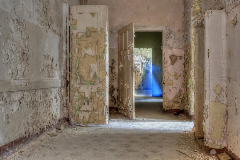 Beelitz 19 - Zo'n beetje dezelfde foto als 17, maar hier fungeerde iemand van ons gezelschap, die een lange blauwe jurk had aangetrokken, als &qu