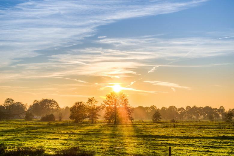 Zonsondergang in Friesland - De mooie zonsondergang van dinsdag 28 oktober in Friesland