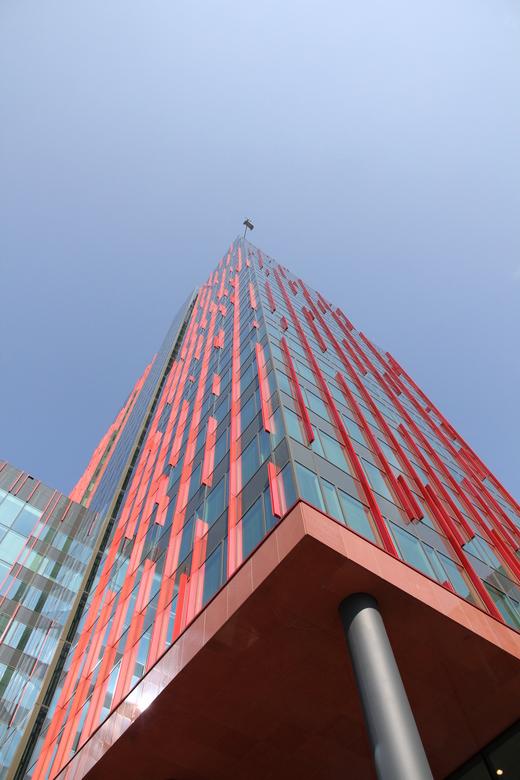 WTC toren Almere - Met zijn hoogte van 120 meter vormt de Carlton toren de hoogste component binnen het kantorencomplex L'Hermitage in Almere