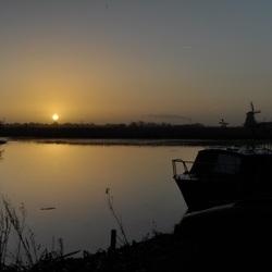 Een zonsopkomst in het dorp.