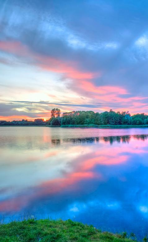 Hilgelo op zijn best - Een verticale foto genomen tijdens de zonsondergang van afgelopen zondag<br /> <br /> Deze locatie heeft potentieel, nu nog v