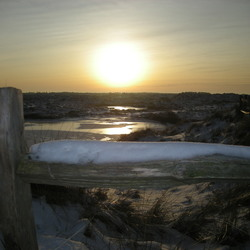 Zonsondergang op een koud land