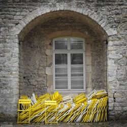 stoelenstapel