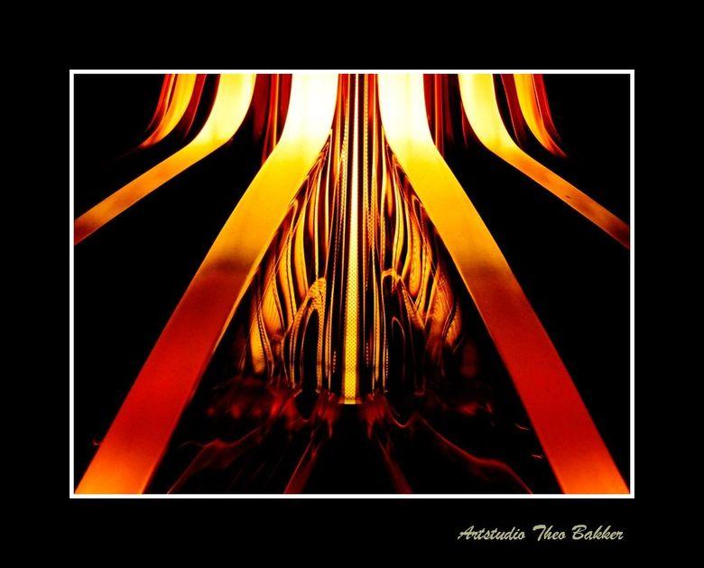 Mystery in orange - 1 - Kunstzinnig object wat ik onlangs zag bij een goede vriend in Berkel en Rodenrijs. Wat het is zeg ik nog even niet. Raad maar.