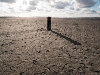 strandpaal - Het lijnenspel bepaalt de sfeer in deze foto