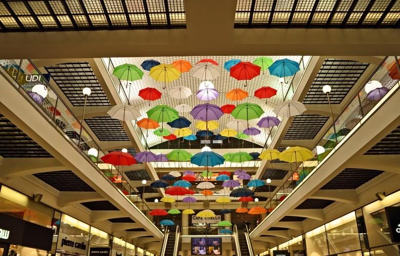 Paraplu plafond - Plafond in warenhuis in Praag