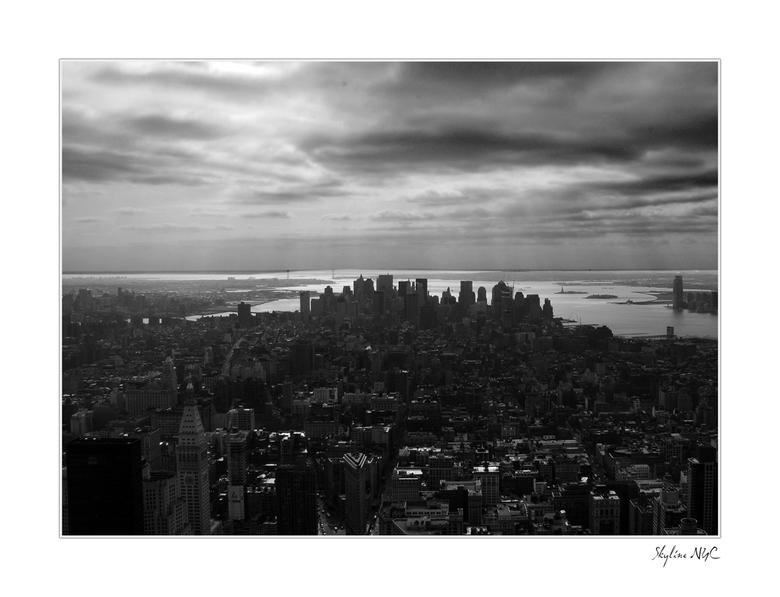 New York 2 - Lower Manhattan in ZW met een wolkendek erboven..<br /> <br /> Morgen upload ik er nog een paar