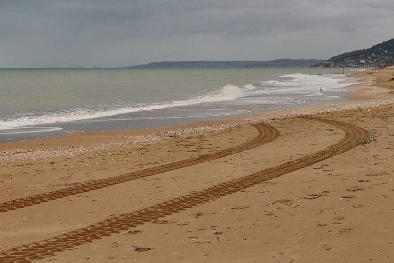 strand bij cabourg. - &#039;t Z toch niet waar zijn he ?.<br /> <br /> 1 oktober 2019.<br /> Groetjes, Bob.