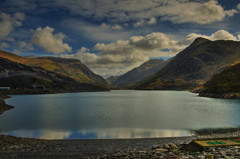 Yr Wyddfa...Snowdonia park.(North Wales)_01 - Deze foto is genomen bij het Llanberis lake in Snowdonia,links  zie je de nog steeds werkende leisteen m
