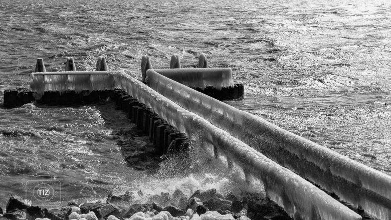 Ijzige pier Afsluitdijk - Ijzige pier afsluitdijk.