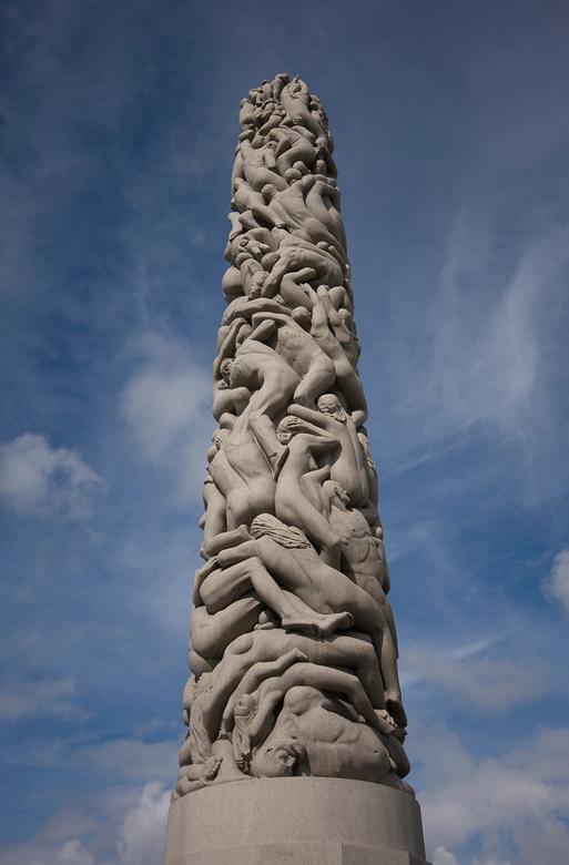 vigeland oslo - In het vigelandpark in oslo is veel van dit wereldberoemde beeldhouwwerkt te vinden.