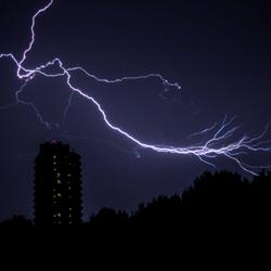 Onweer boven het DUO-gebouw