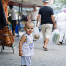 jongetje op de markt