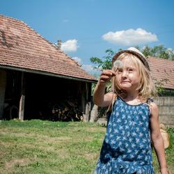 Meisje met de paardebloem