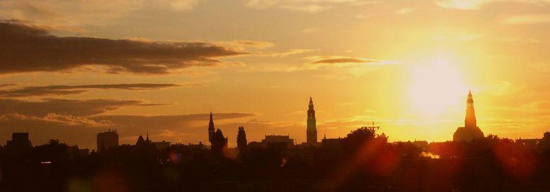Zonsopkomst Groningen stad  - Deze Stad foto is een uniek beeld die zich onderscheid o.a. door de locatie en het tijdstip van de opname ©Bert