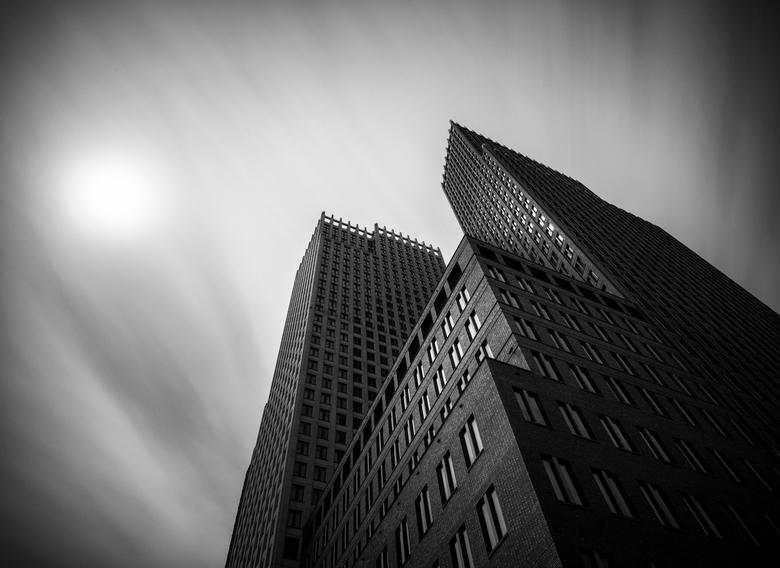 Skylines Den Haag - De skyline van Den Haag met een lange sluiterijd (98 seconden). Had deze locatie/gebouwen al lang in gedachten maar eenmaal ter pl