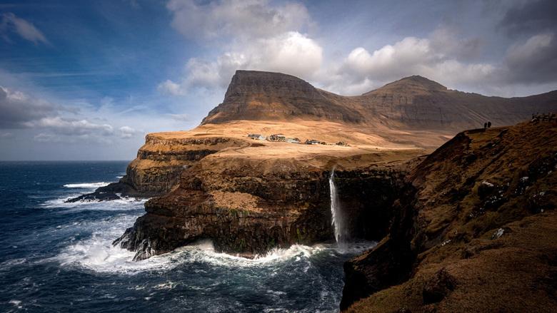 Múlafossur waterval op de Faeröer Eilanden - De Múlafossur waterval op de Faeröer Eilanden