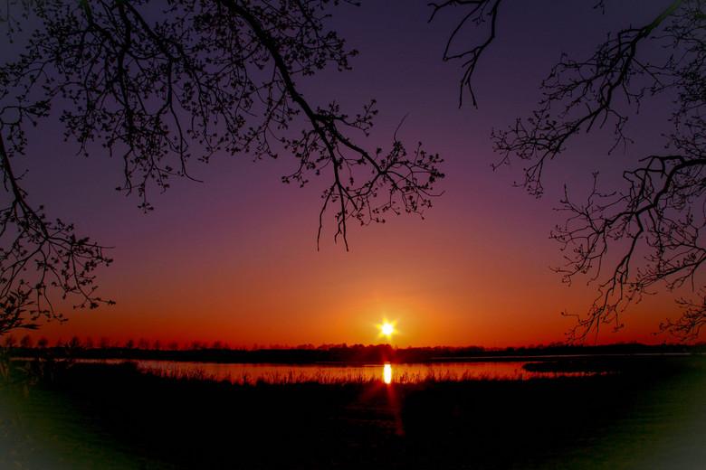 sunset - ''Zonsondergang'' met mooie kleuren.