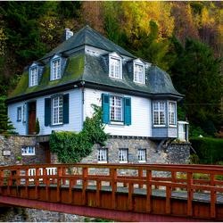Mooie huisje in de herfst