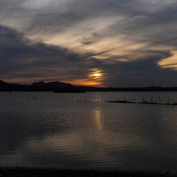 Het Goto Meer bij zonsondergang