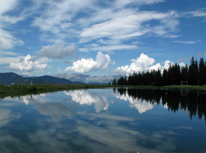 Oostenrijk bij Flachau - Na regen komt zonneschijn een schitterende spiegelzee  bij Wagrain in Oostenrijk Salzburgerland