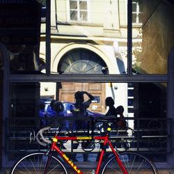 Kleurrijke fietsen uit Boedapest: Rood