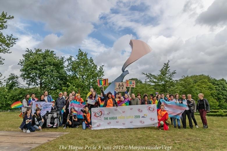 The Hague Pride walk  - We hebben de mensen opgevangen, die toch al onderweg waren naar Den Haag, om ze te hebben moeten teleurstellen, dat het nu nie